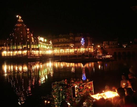 Darsan do belísimo Manasi Ganga, na noite de Dipavali de 23 de outubro de 2014