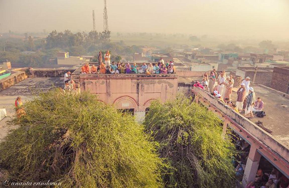 A-Sagrada-Casa-de-Srimati-Radhika-em-Javata-cropped