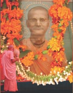 Por sua misericórdia, ele fez-me qualificado para compreender a missão de Sri CaitanyaMahaprabhu, e pregá-la em todo o mundo.