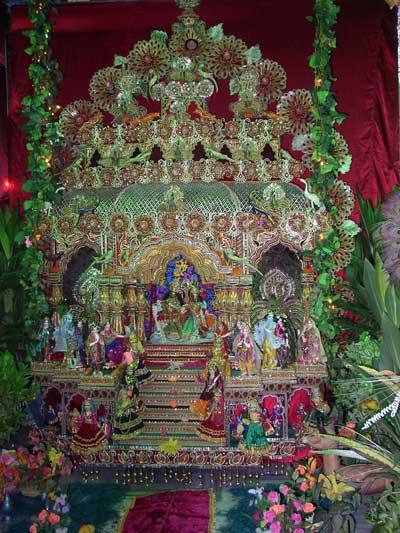 Srila Gurudeva na cerimônia do Balanço de Radha Krsna e o dia do desaparecimento de Srila Rupa Gosvami no Sri Rupa Sanatana Gaudiya Matha em 2003.